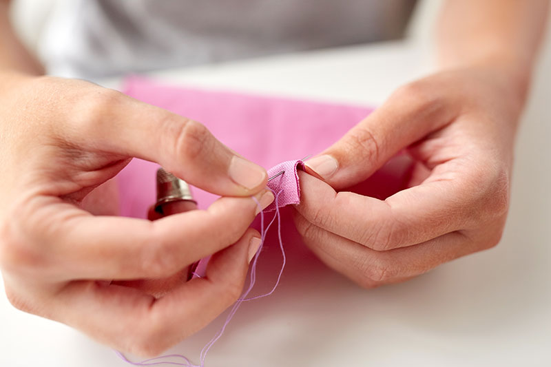 HOW TO HAND SEW A SEAM
